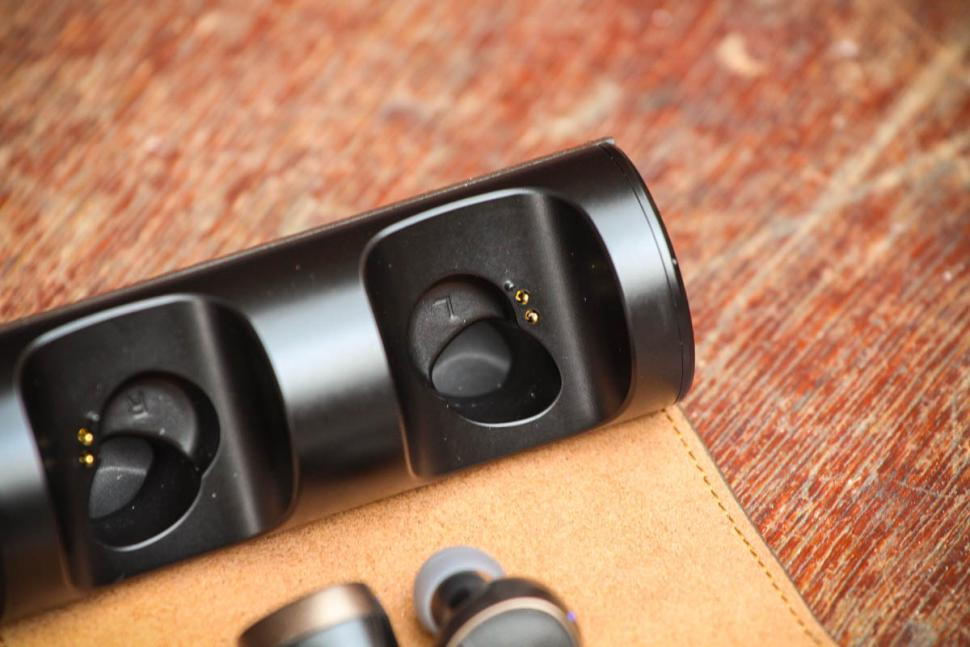 PaMu Scroll Bluetooth 5.0 Earphones - charging ports.jpg