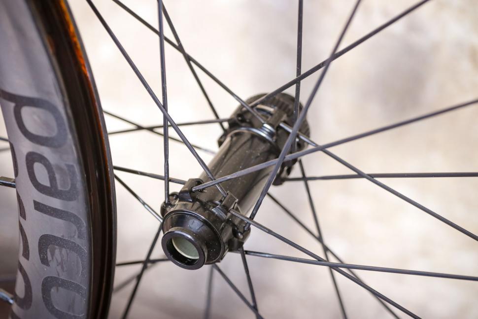Parcours Grimpeur Disc wheelset - front hub 2.jpg
