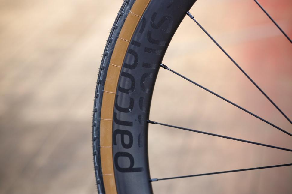 Parcours Grimpeur Disc wheelset - rim 2.jpg