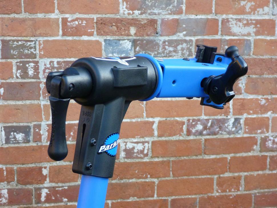 Park PCS-10 workstand - clamp.jpg