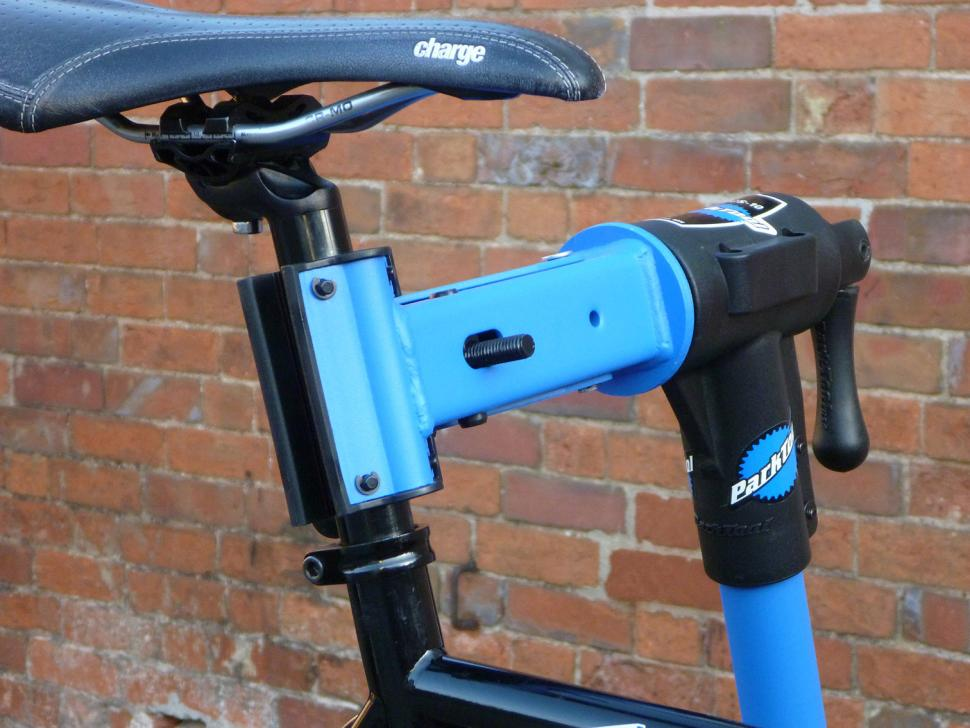 Park PCS-10 workstand - seat post clamped.jpg