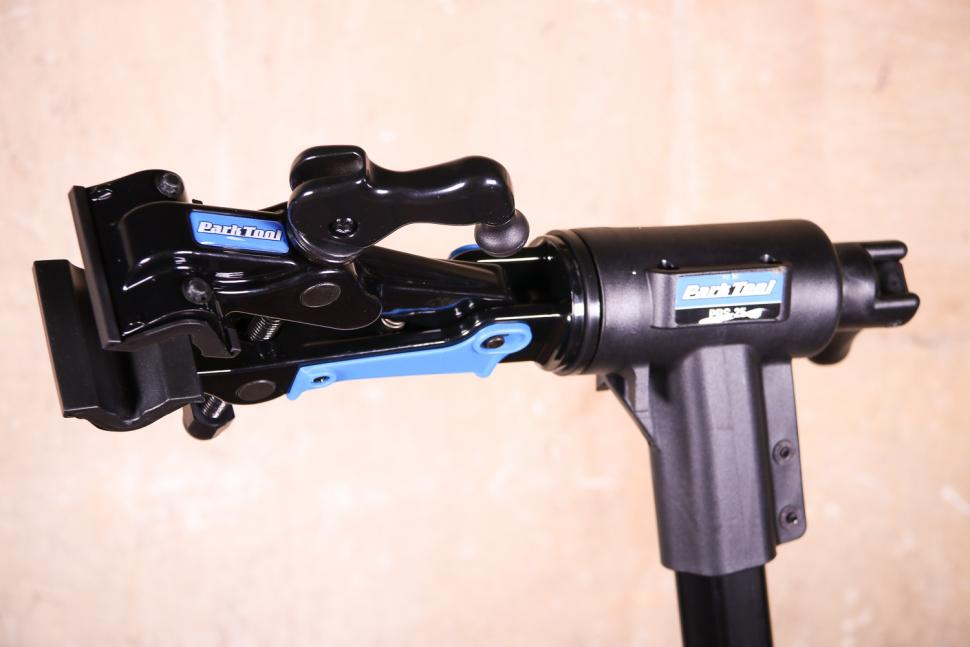 Park Tool PRS-25 Team Issue Repair stand - clamp head angled.jpg