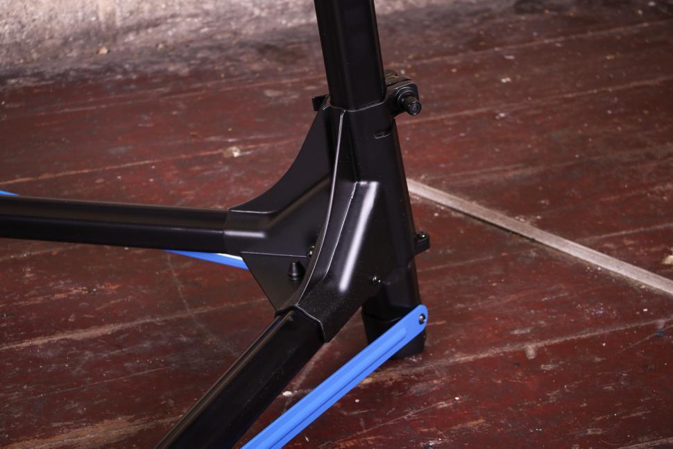 Park Tool PRS-25 Team Issue Repair stand - folding mechanism.jpg