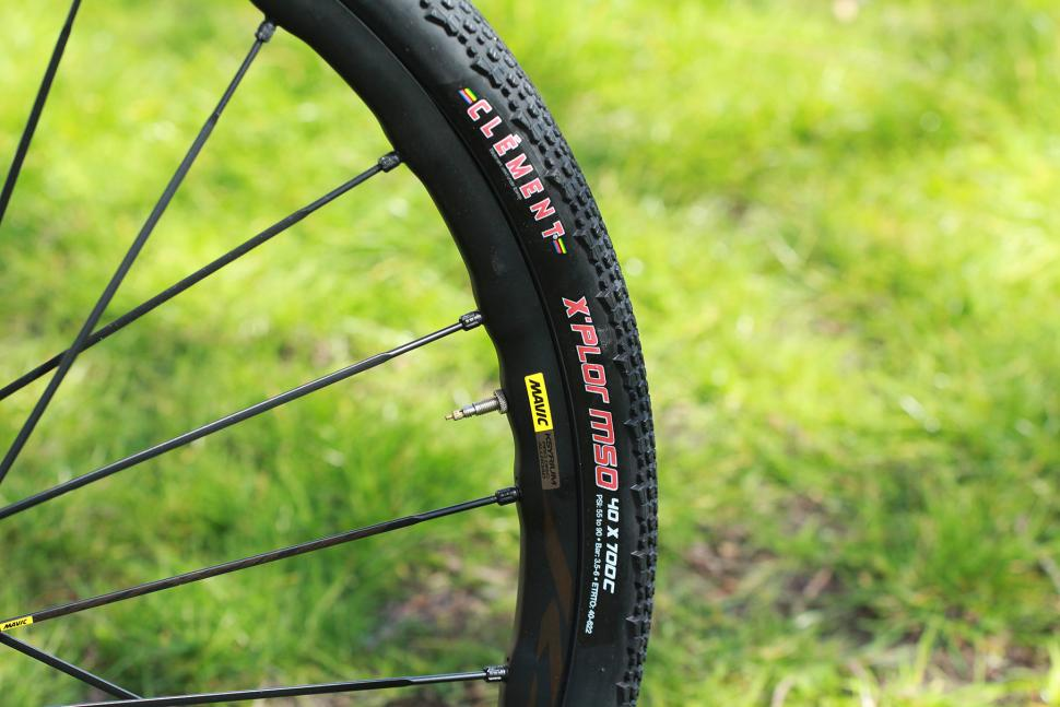 How To Choose The Best Width Road Tyres For Your Riding