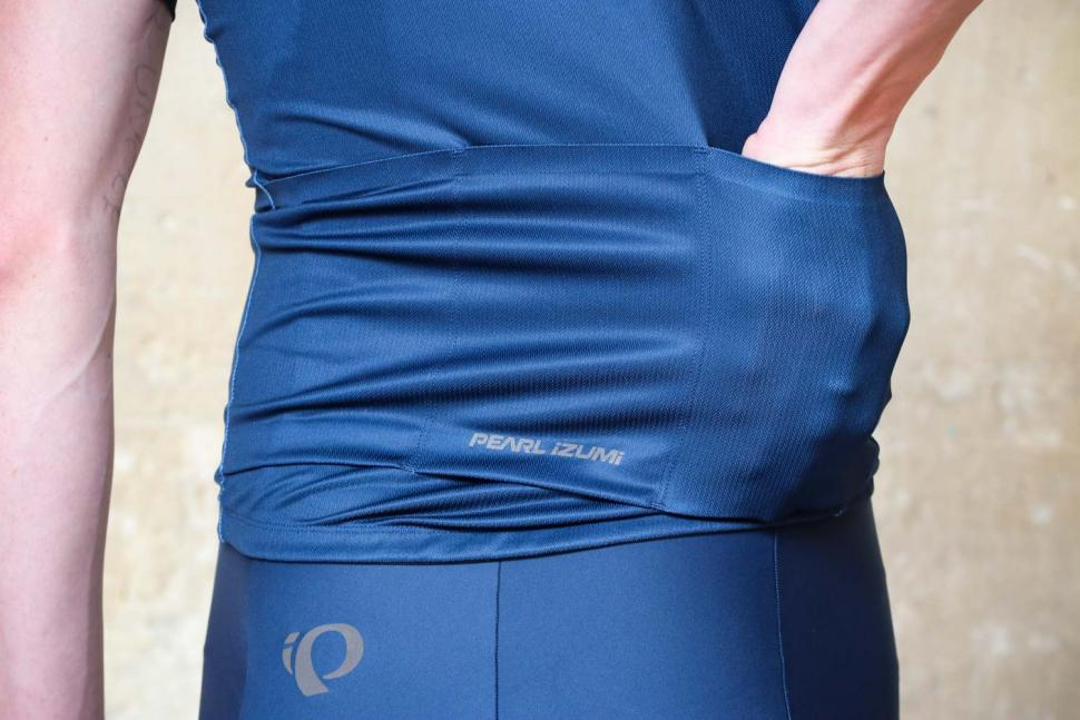 Pearl Izumi ELITE Pursuit Graphic Jersey - pockets.jpg