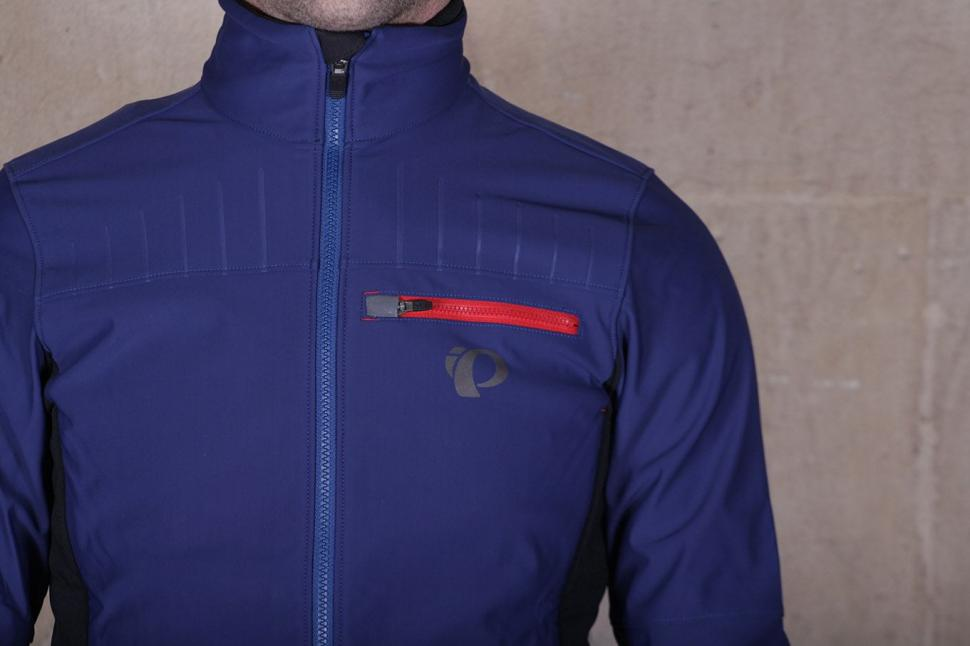 Pearl Izumi Pro Escape Softshell Jacket - chest.jpg