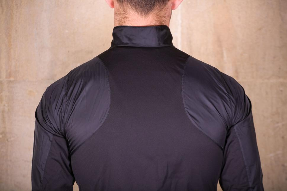 Pearl Izumi Elite Pursuit Hybrid jacket - shoulders
