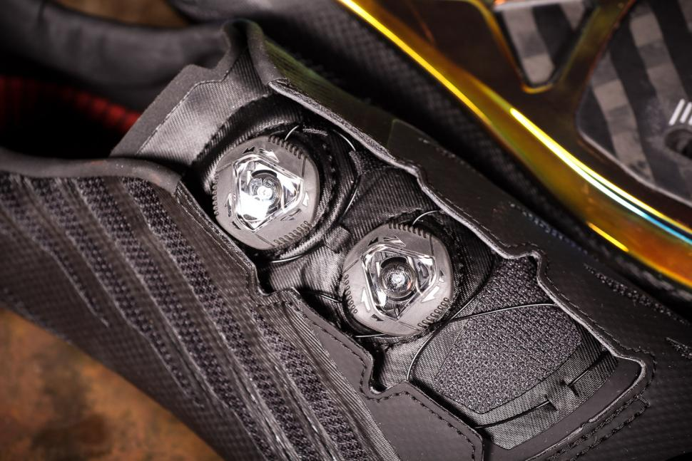 Pearl Izumi Shoes P.R.O Leader v4 Unisex - boa.jpg