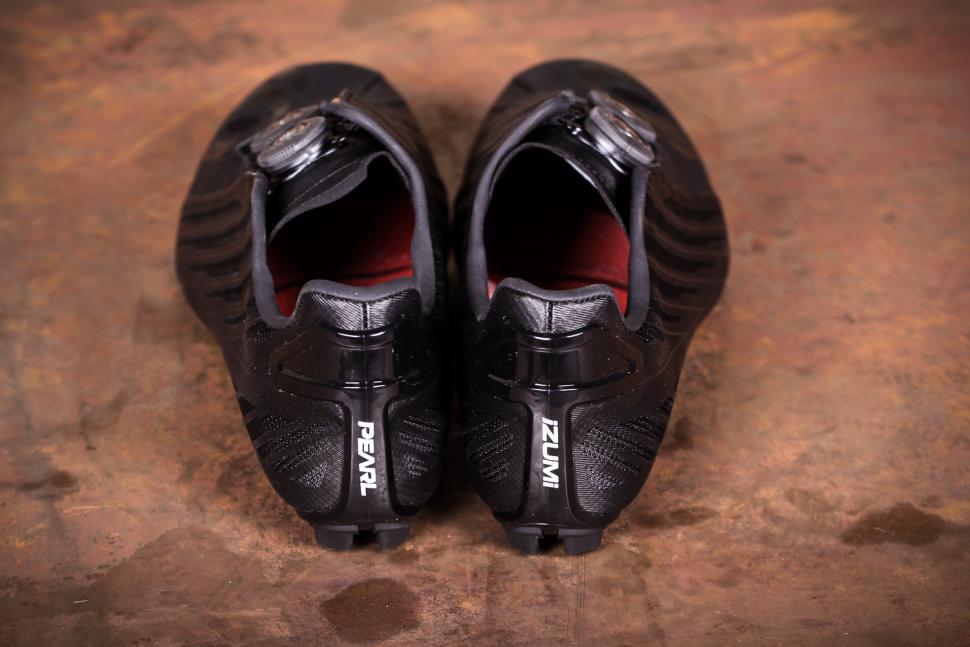 Pearl Izumi Shoes P.R.O Leader v4 Unisex - heels.jpg