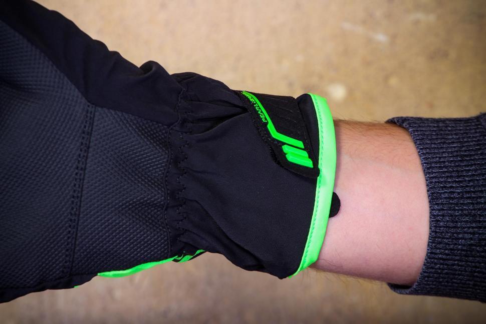 Pearl Izumi Unisex Pro Barrier WXB Gloves - cuff.jpg