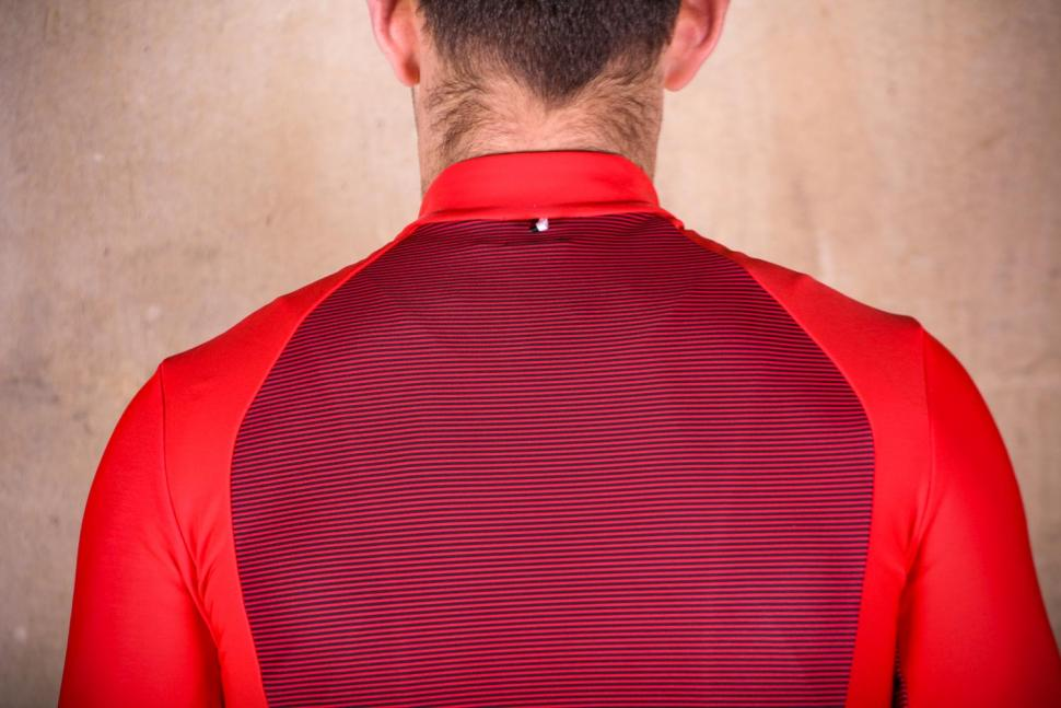 PEdAL ED Kobe Thermo Jersey - shoulders.jpg