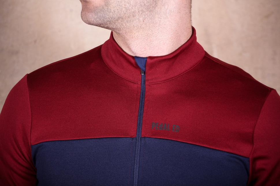 PedalED Essential jersey Longsleeve - collar.jpg