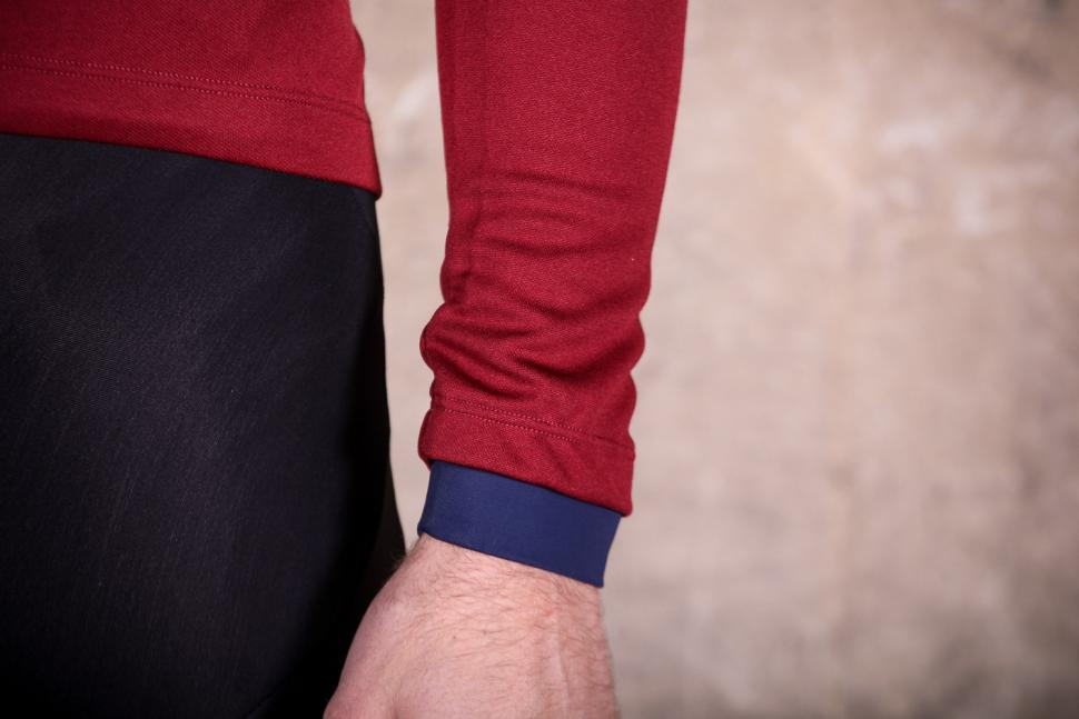 PedalED Essential jersey Longsleeve - cuff.jpg