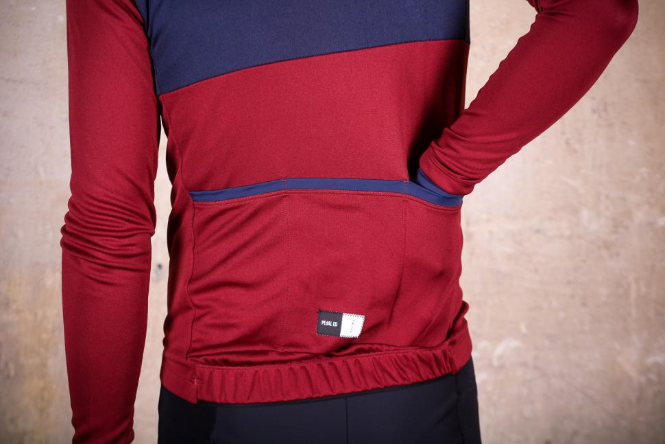 PedalED Essential jersey Longsleeve - pockets.jpg