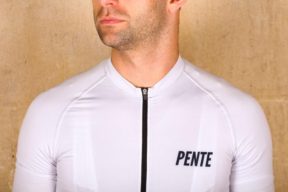 pente_exclusive_spin_shed_cycling_jersey_-_chest.jpg