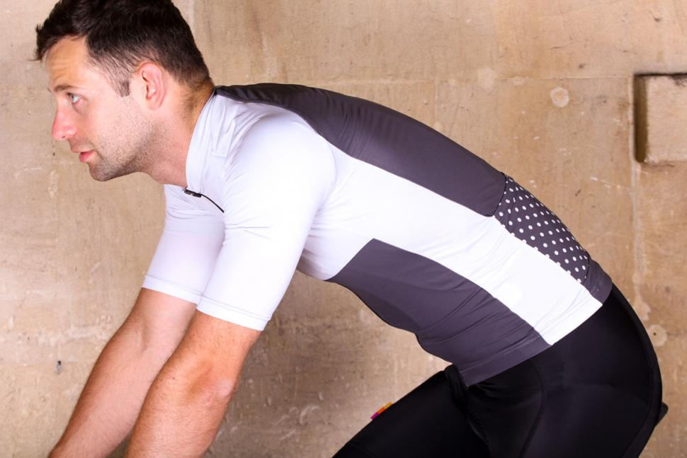 pente_exclusive_spin_shed_cycling_jersey_-_riding.jpg