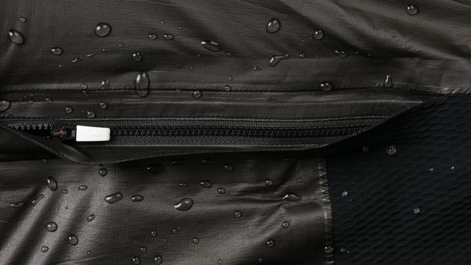 PGI01XX_BLK_H2-19_Pro Team Insulated GORE-TEX Jacket_Black_COMING SOON_macro-details_2 (1)