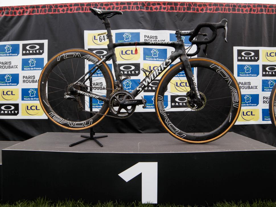 philippe gilbert specialized roubaix2