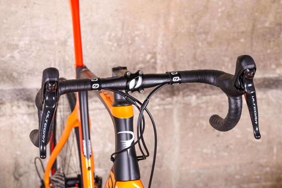 Pinarello Prince FX - bars 1.jpg