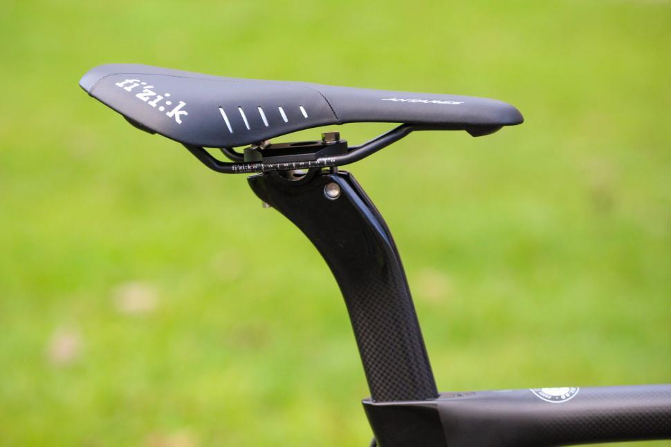 Pinarello Prince FX - saddle and post.jpg