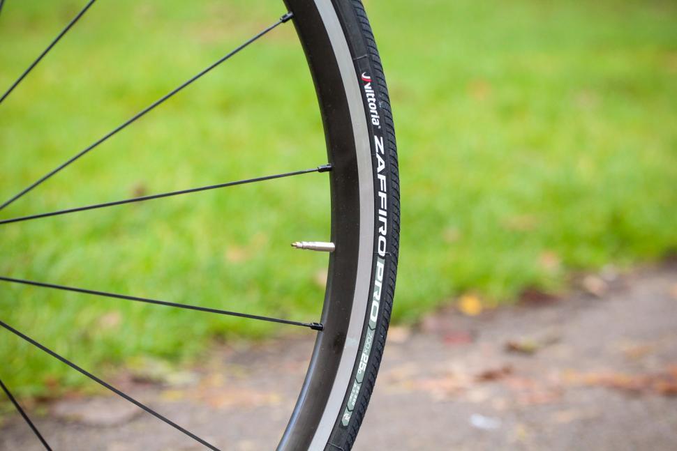 Pinarello Prince FX - tyre.jpg