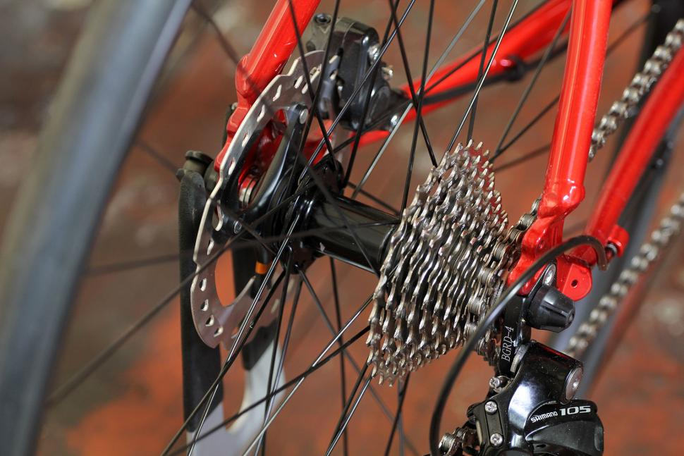 Pinnacle Dolomite 5 - cassette and rear hub.jpg