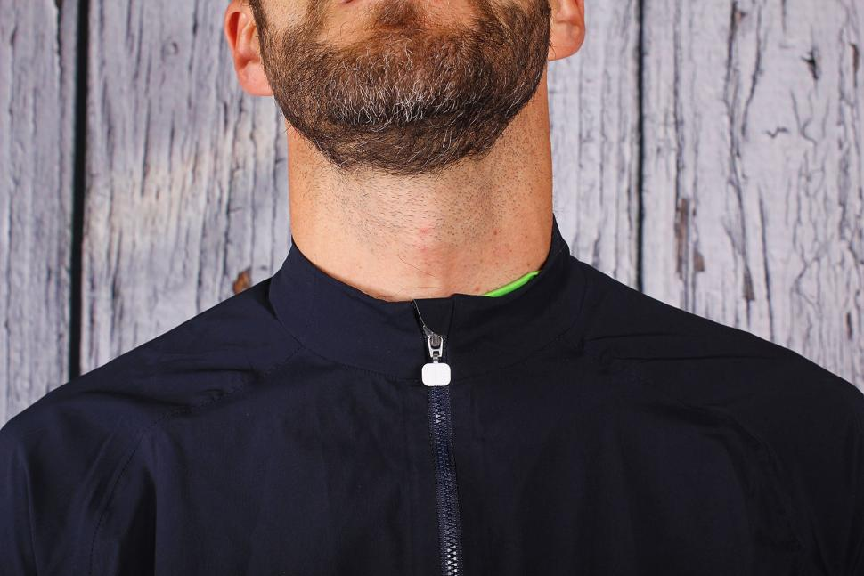 Poc Fondo Splash jacket - neck.jpg