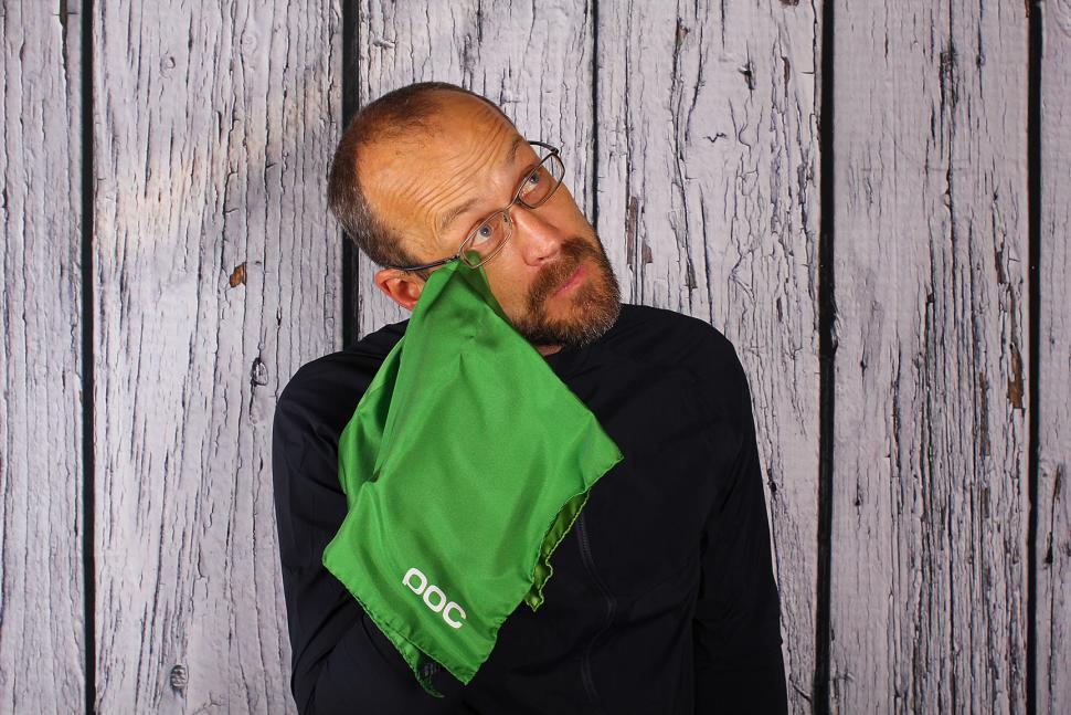 Poc Fondo Splash jacket - scarf.jpg