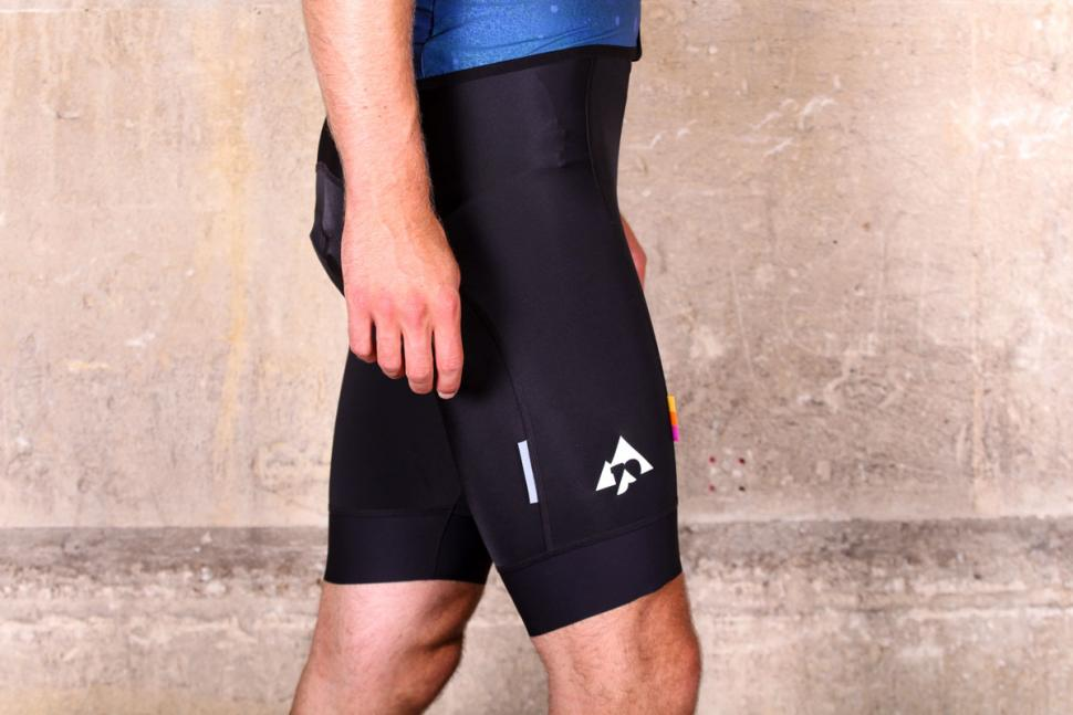podia_club_bib_shorts_-_side.jpg