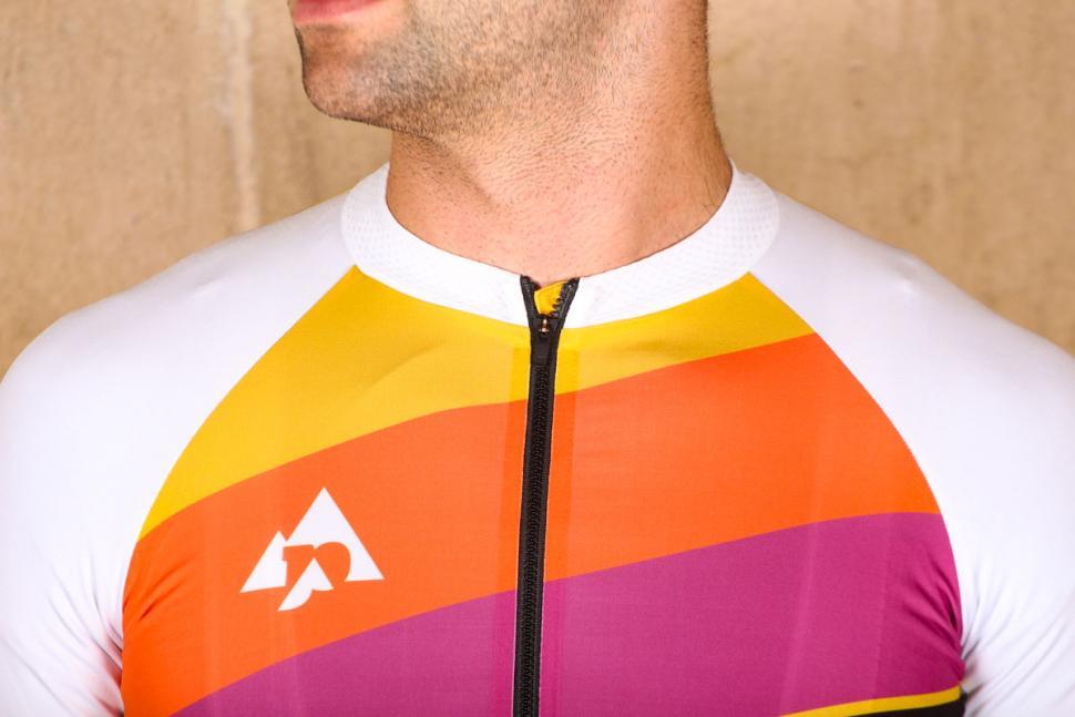 podia_club_colours_short_sleeve_jersey_-_collar.jpg