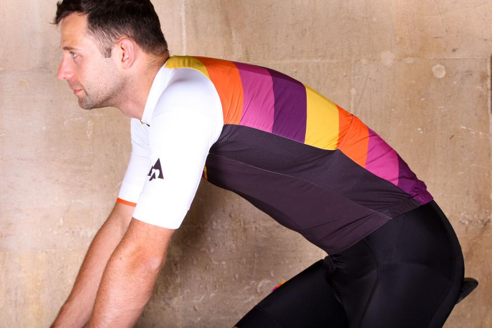podia_club_colours_short_sleeve_jersey_-_riding.jpg