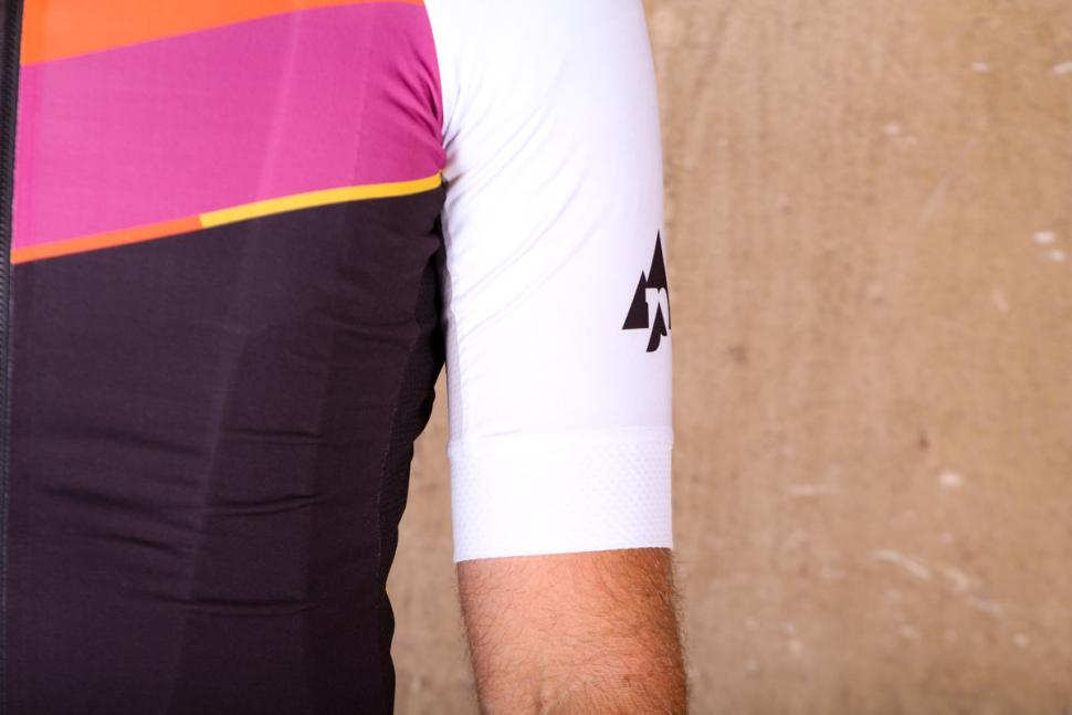 podia_club_colours_short_sleeve_jersey_-_sleeve.jpg