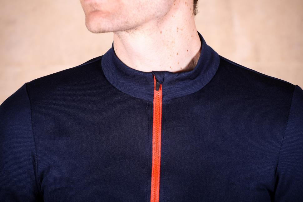podia_merino_long_sleeved_jersey_-_collar.jpg