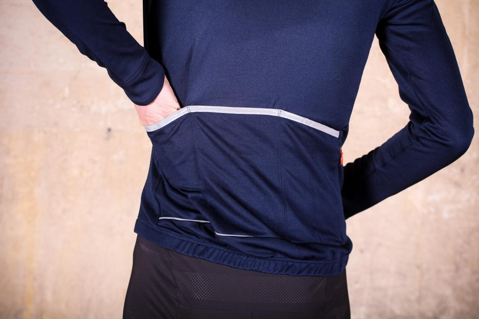 podia_merino_long_sleeved_jersey_-_pocket.jpg