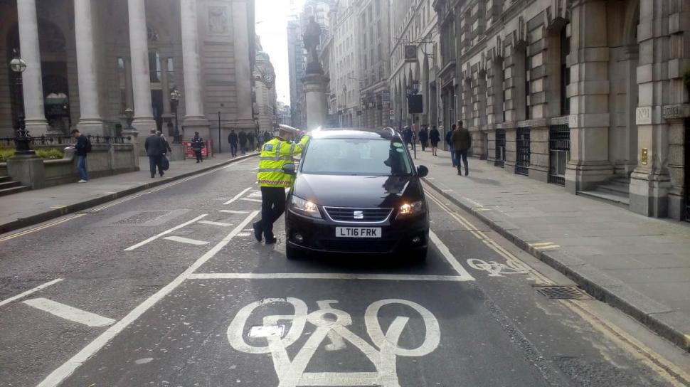 Police officer speaks to driver at Bank Junction (picture courtsesy Bikesy.co_.uk).jpg