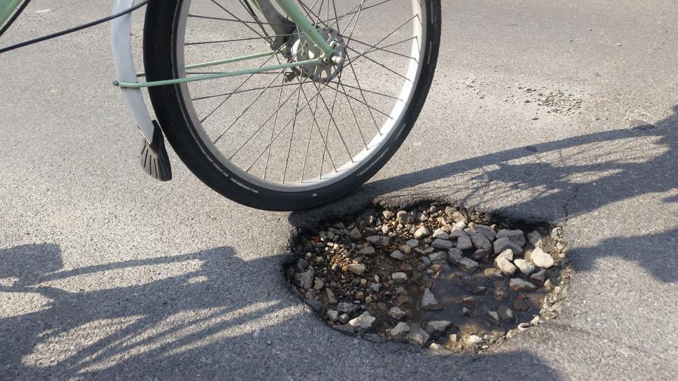 Pothole (copyright Simon MacMichael).jpg