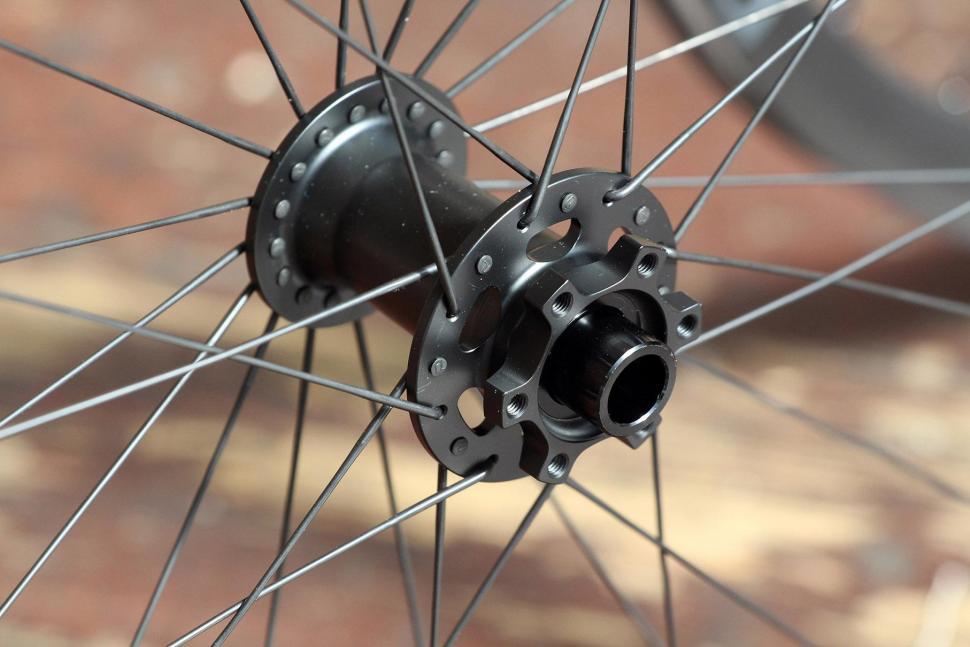 Praxis Works RC21 wheelset - front hub 2.jpg