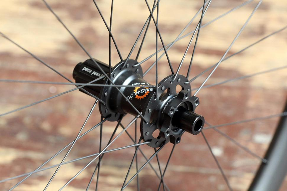 Praxis Works RC21 wheelset - rear hub 2.jpg