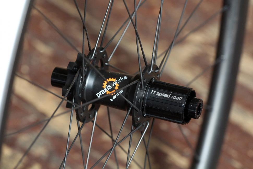 Praxis Works RC21 wheelset - rear hub.jpg