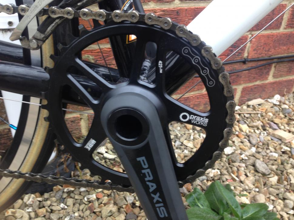 Praxis_Direct_Mount_Chain_Ring_Wave_Fitted_1.JPG