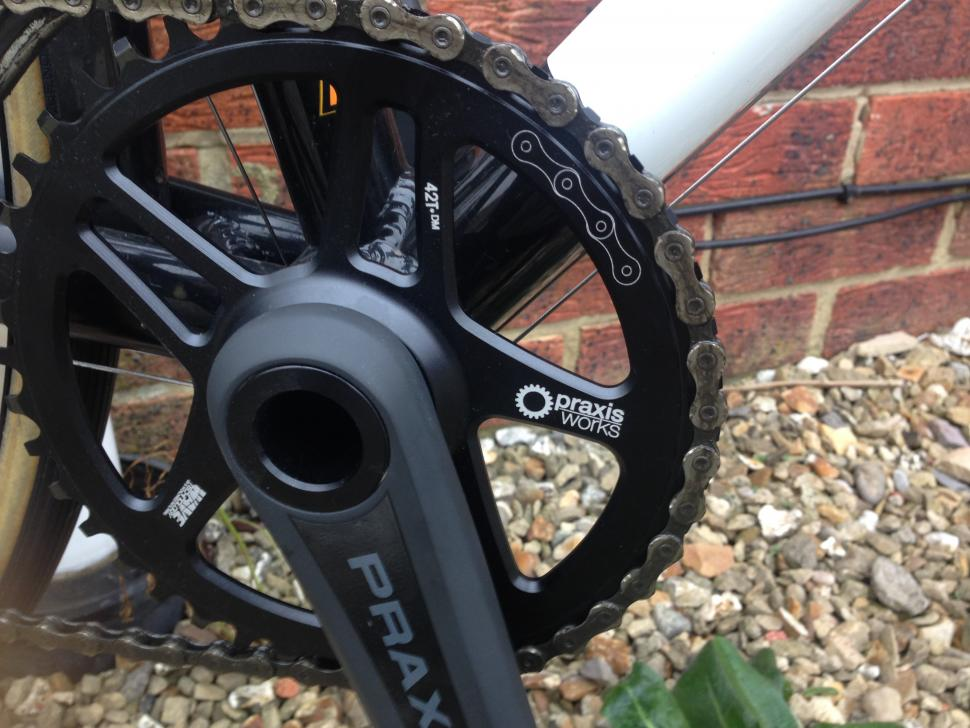 Praxis_Direct_Mount_Chain_Ring_Wave_Fitted_2.JPG