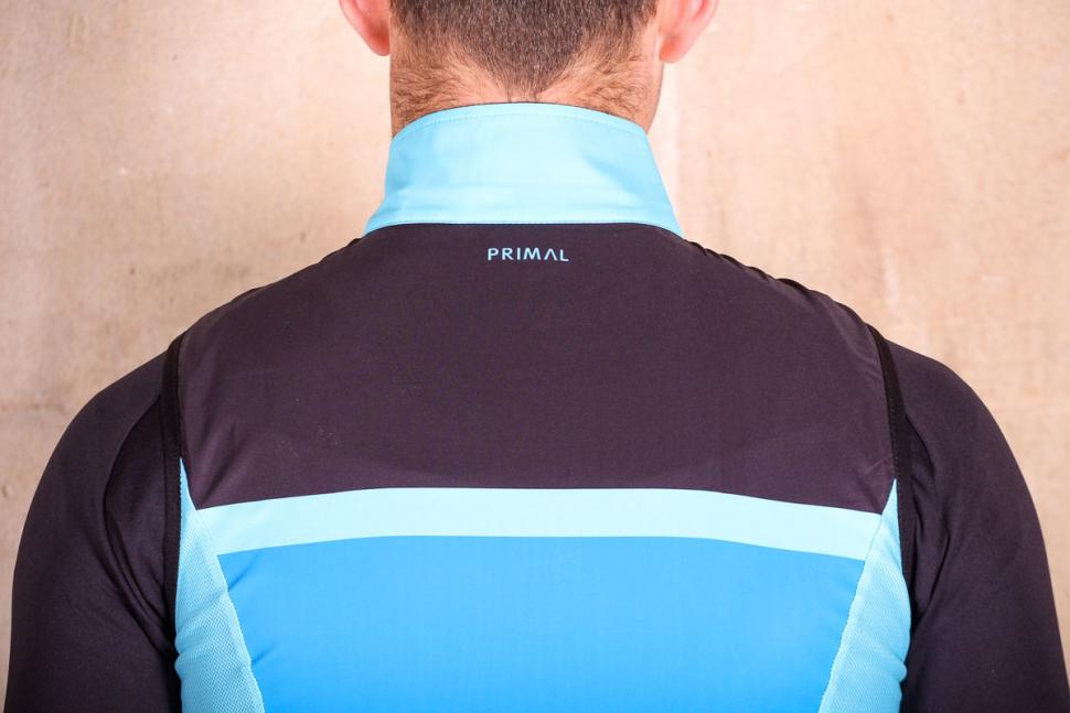 Primal Randonneur Mens 4 Pocket Wind Vest - shoulders.jpg