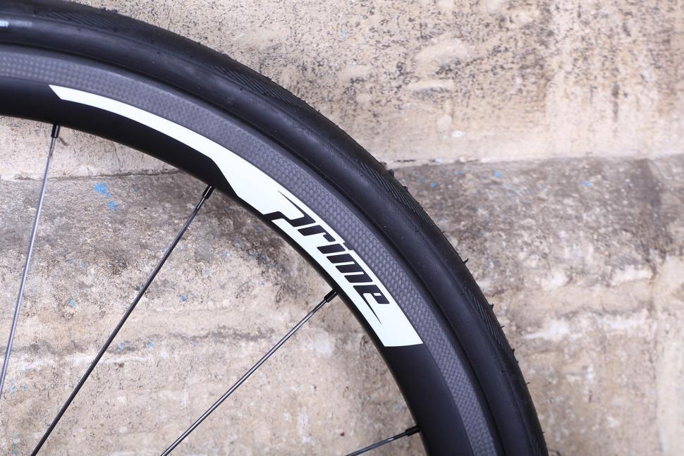 Prime Rp 38 Carbon Clincher Wheelset Rim Detail Jpg