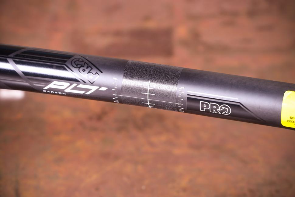 Pro PLT Carbon handlebar - detail 2.jpg