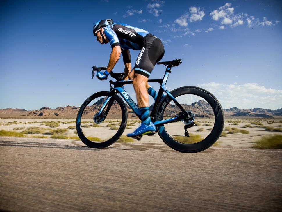 Propel Advanced SL Disc Action 1.jpg