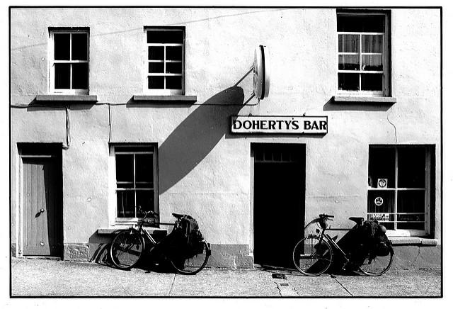 Pub and bikes in County Donegal (licenssed CC BY-SA 2,0 by carpentier_patrick on Flickr).jpg