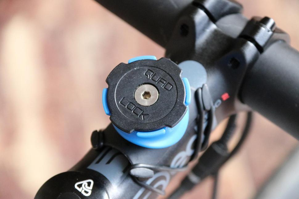 822d72f2e1eba5 Quad Lock Bike Kit for I Phone 7 - mount detail.jpg