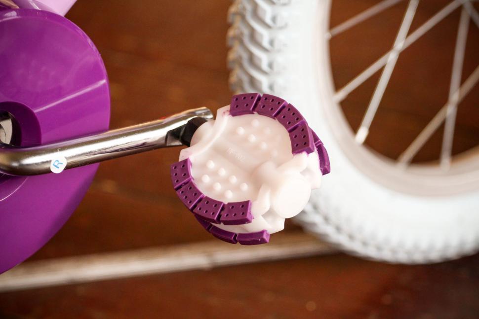 Raleigh Molli 16 - pedal.jpg