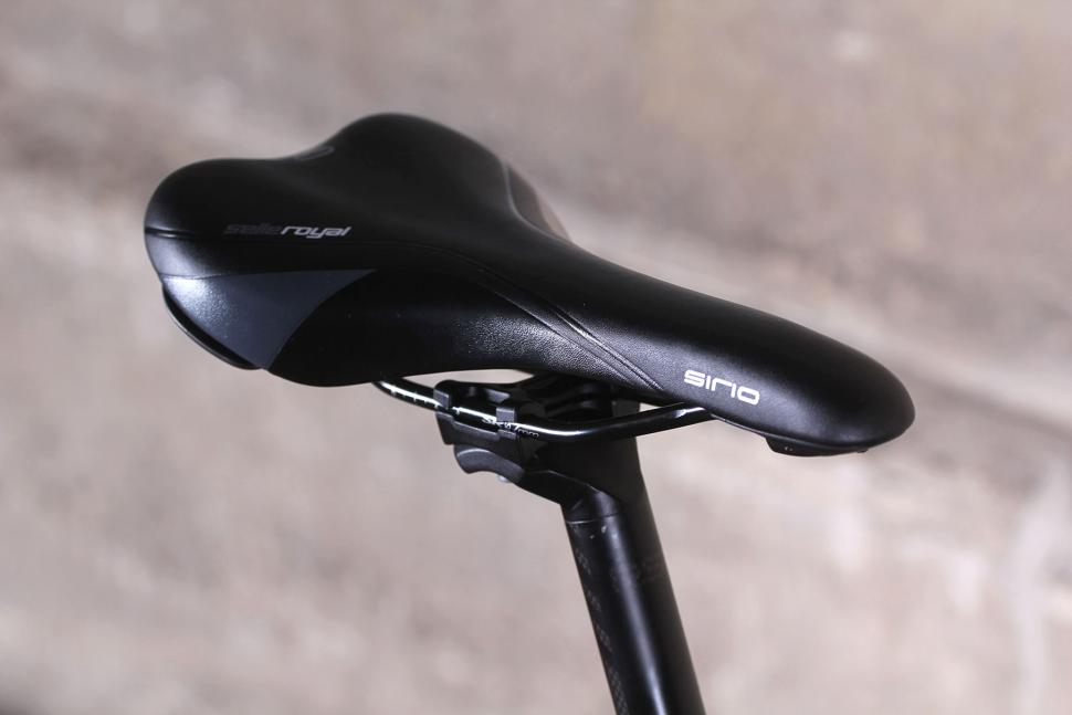 Raleigh Mustang Elite - saddle.jpg
