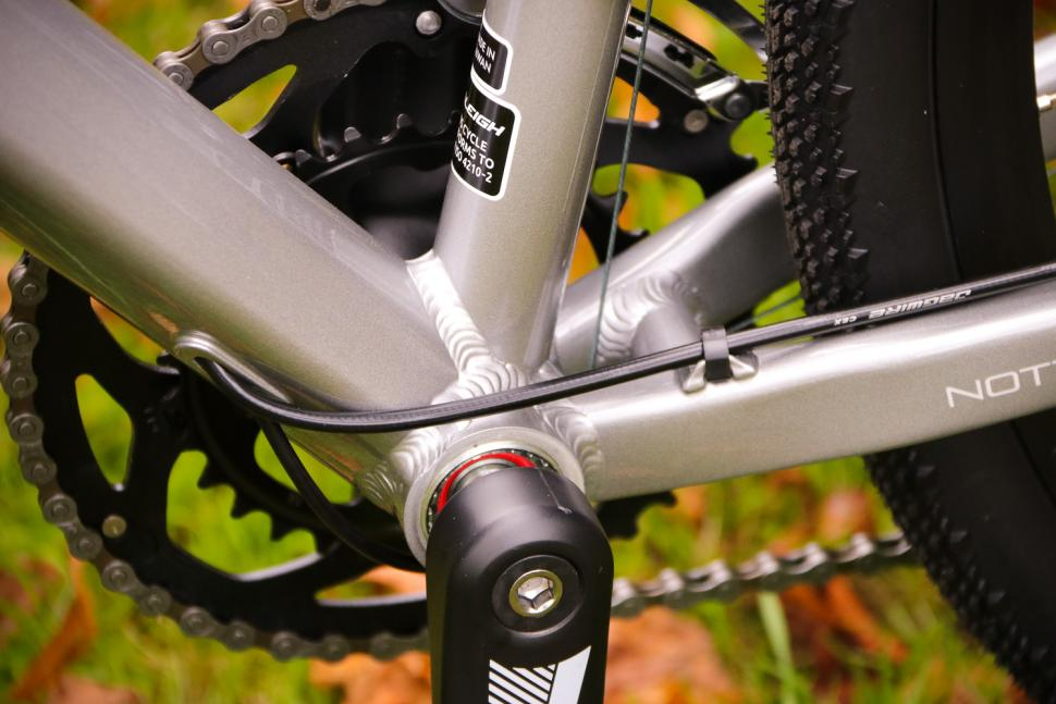 Raleigh Mustang Sport - bottom bracket.jpg